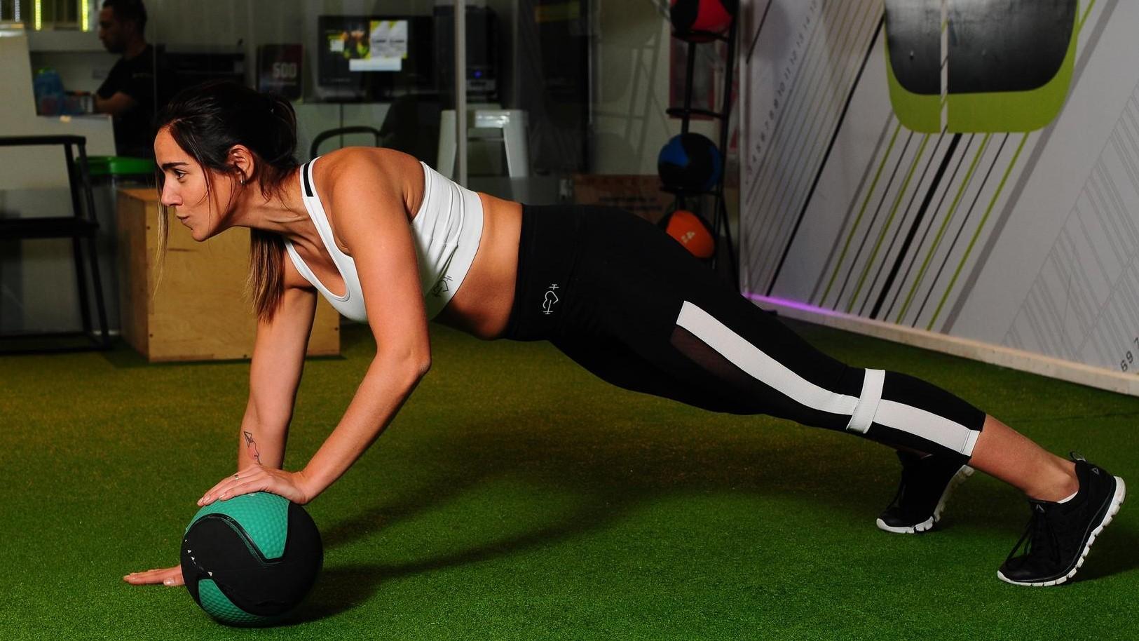 femme qui fait du sport, entrainement sportif